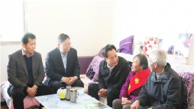 曲靖市委常委、市委宣传部部长和亚宁到公司慰问最美母亲钟成香