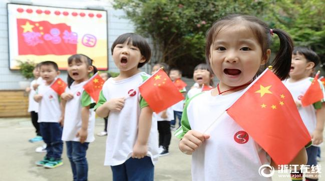 300幼儿同唱祖国生日歌