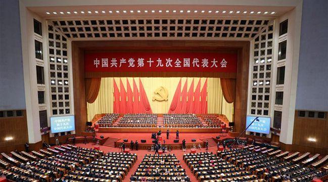 十九届中央政治局常委25日11时45分许同记者见面