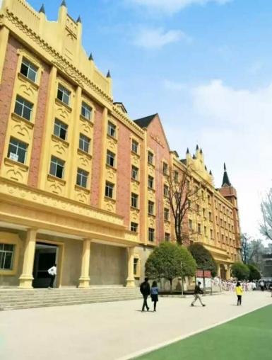 成都高铁学校教学楼