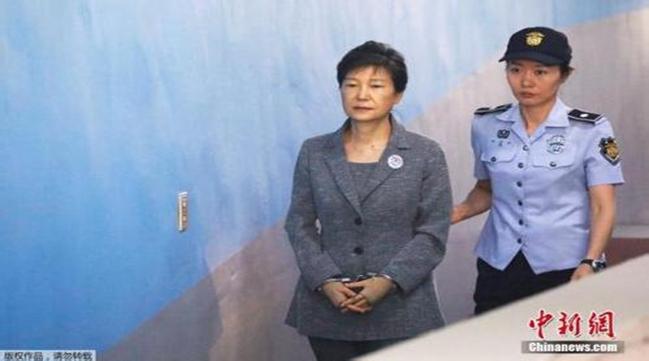 """韩国自由韩国党""""1号党员""""朴槿惠被开除党籍"""
