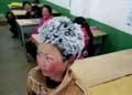 """男孩寒冬步行4.5公里上学 到校时头顶""""冰花"""""""