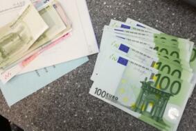 为即将飞往欧洲波兰的客户兑换欧元