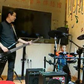 学员电鼓表演