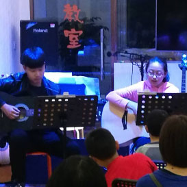 学员吉他表演