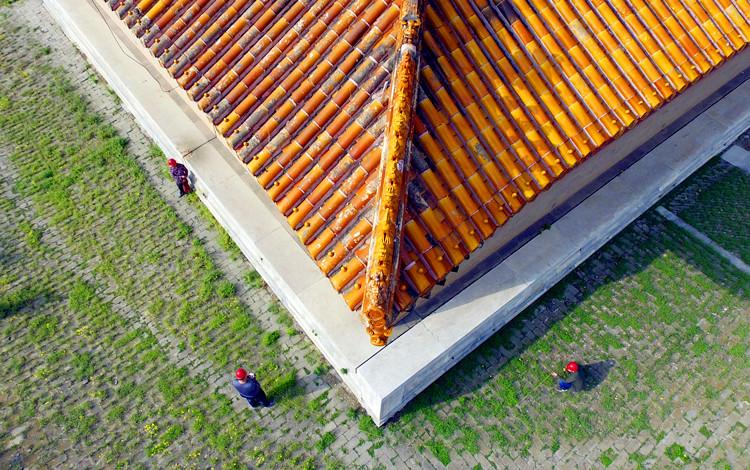 河北省唐山市防雷中心工作人员在清东陵检测古建筑防雷