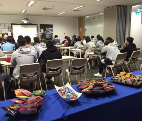 纳维集团实习就业专家亲自为学生传授就业指导课