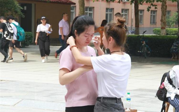 真情毕业季:长城学院教师用私家车送毕业生