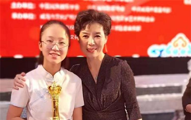13岁学生赵若含荣获全国京胡展演比赛金奖