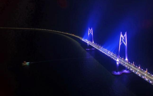 """伶仃洋上造桥 大海深处""""穿针""""——港珠澳大桥9年建设大事记"""