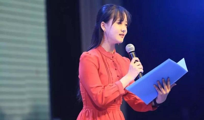 潜溪文学前社长向尧诗歌于2018东湖诗歌节开幕式朗诵