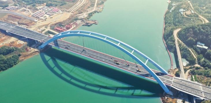 世界最大有推力钢箱拱桥正式通车 造价11.7亿破3项世界纪录