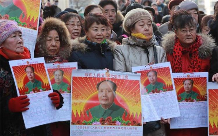 保定民众自发纪念毛主席诞辰125周年