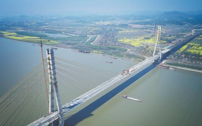 池州长江公路大桥合龙