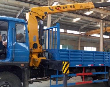 5吨伸缩臂随车起重机(SQ5SA2)