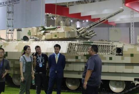 简氏:中国研制出新外贸突击炮 底盘变化巨