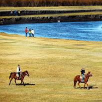 锡林河的风光很美,最佳观赏地段在锡林浩特