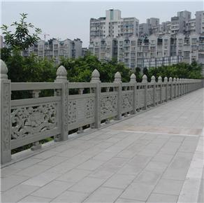 护城河石桥