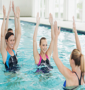 少儿成人游泳集体班