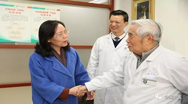 江苏省副省长陈星莺考察省中医院工作