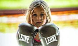 9岁女孩通过海豹突击队训练