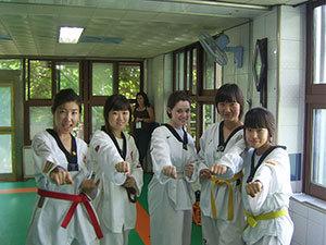 学习正宗韩国跆拳道