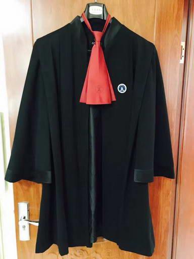 段文超出庭律师袍