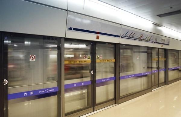 站台门系统的型式主要有:屏蔽门、全高安全门和半高安全门三种