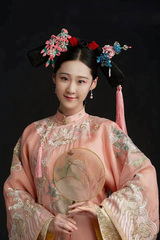 恭贺时尚魅影化妆连锁学校入驻南阳市