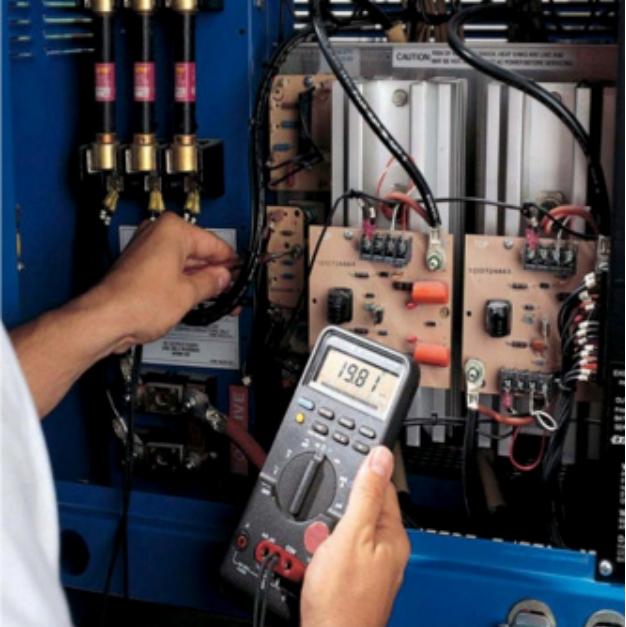 霍克AGV电池工程师为用户设备巡检.png