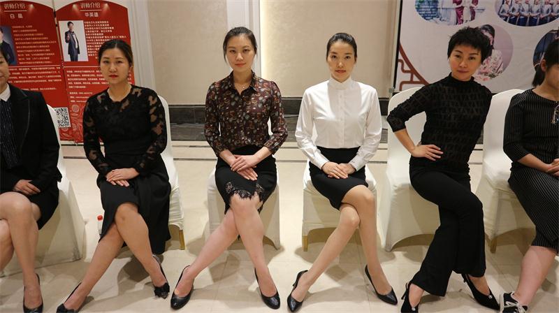 女性坐姿培训