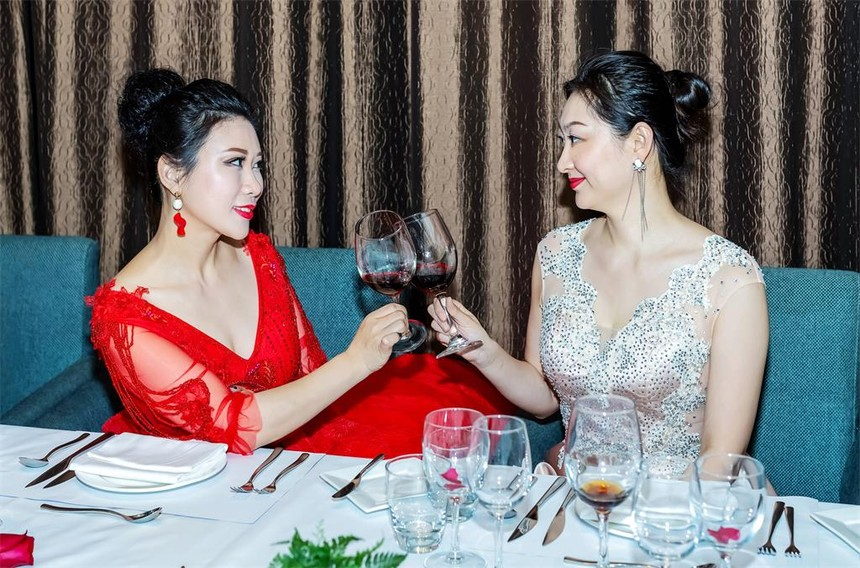 西餐喝红酒方法