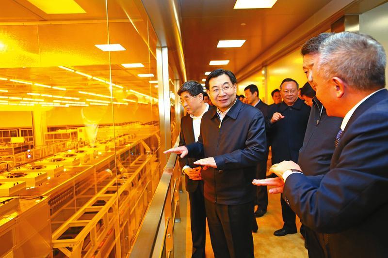 十二月二十五日,CEC·咸阳8.6代液晶面板生产线项目点亮投产活动在咸阳.jpg