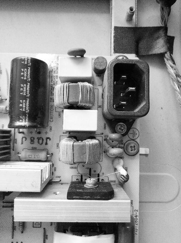 电源电路板实物如图1所示,电路图见图2.
