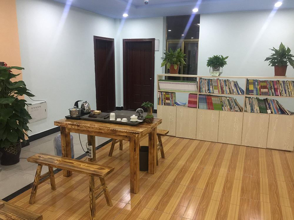 学生休息大厅阅览区.JPG