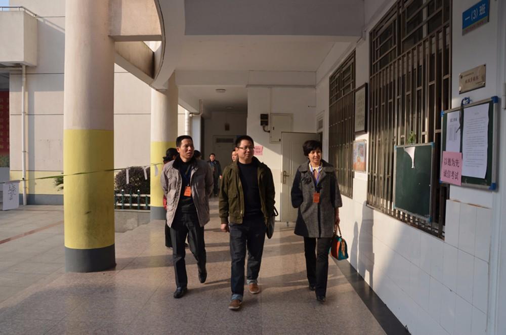 高中考试局领导视察-3.jpg
