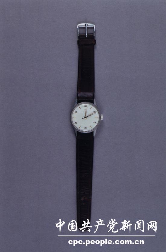 文物照片:重�c�判期�g郭沫若送�o毛��|的手表