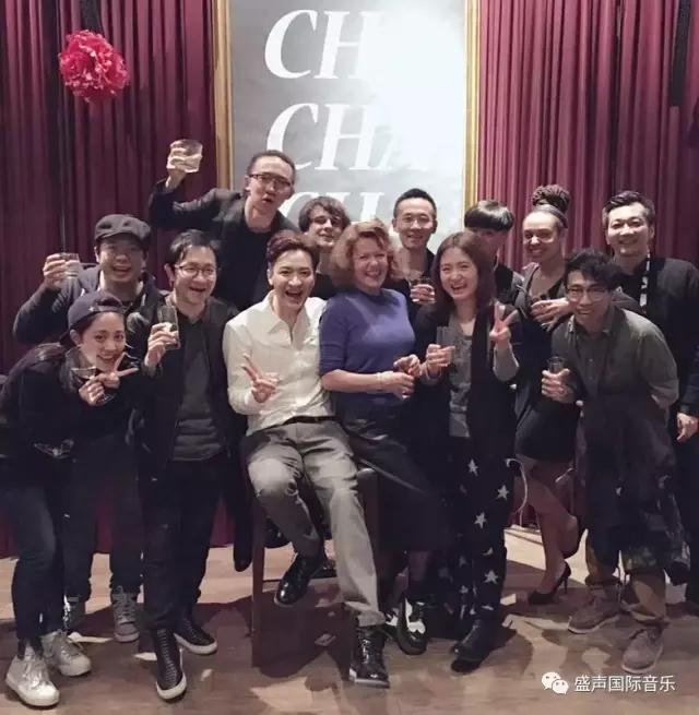王�|新�]�《一天》的上海站演出,洪�\��任�]��音��助理和�F�龅�programer.webp.jpg