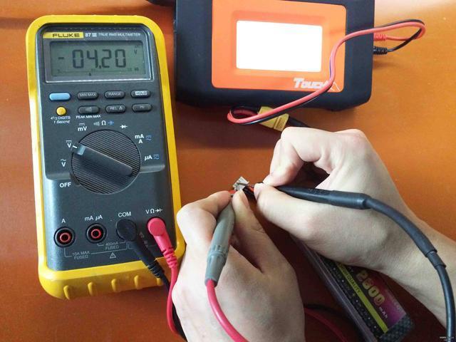 测电压/电流/电阻数字万用表如何正确使用?