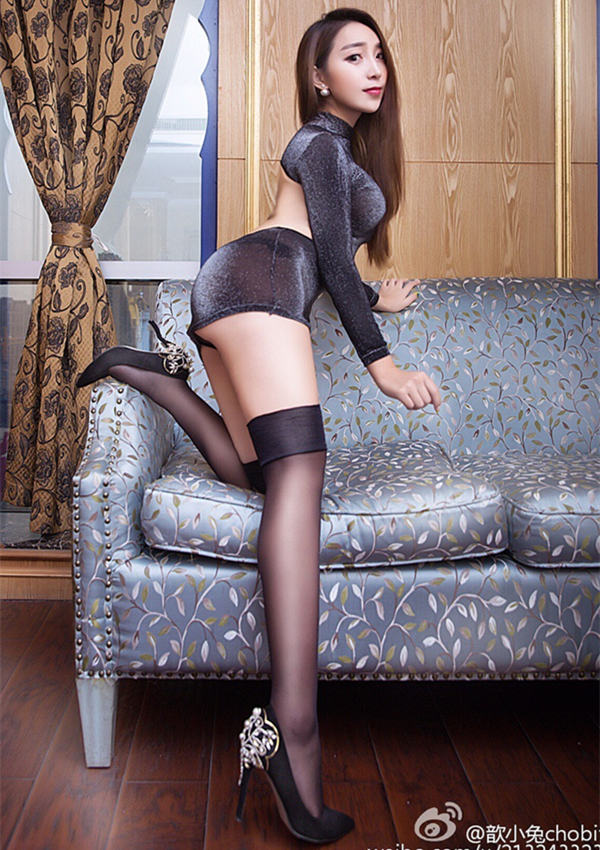 歆小兔chobits tgod质感短裙黑丝爆乳高跟艺术写真图片-高清壁纸