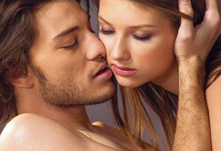 性生活中的前戏亲吻-网络图