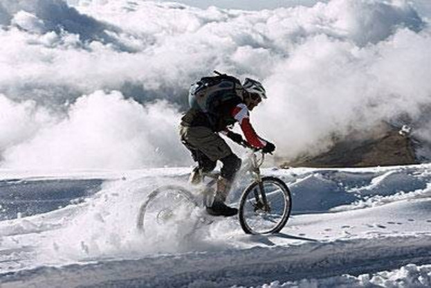 冬季高海拔雪天骑行锻炼-形象图
