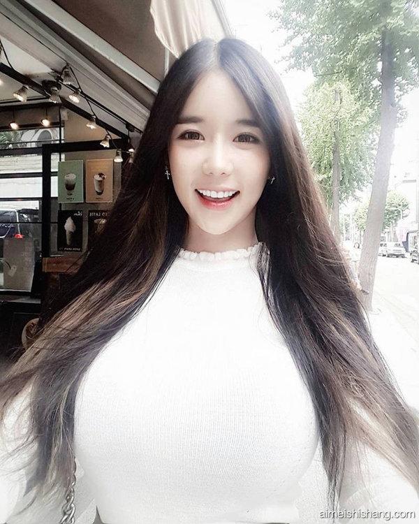 韩国女主播李秀彬白色衣服图片