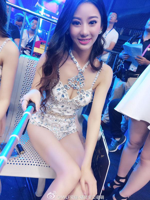 武林风极品美女举牌女郎萌萌台下哪自拍杆自拍高清美照