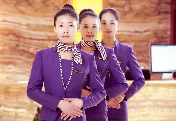 厦门叁度足浴养生会馆美女技师紫色制服宣传图