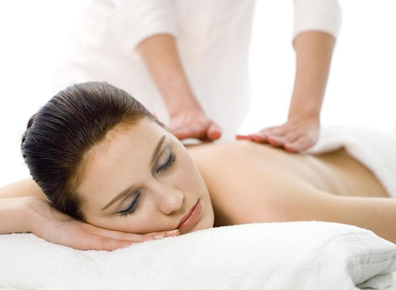 男技师给女士的做spa过程