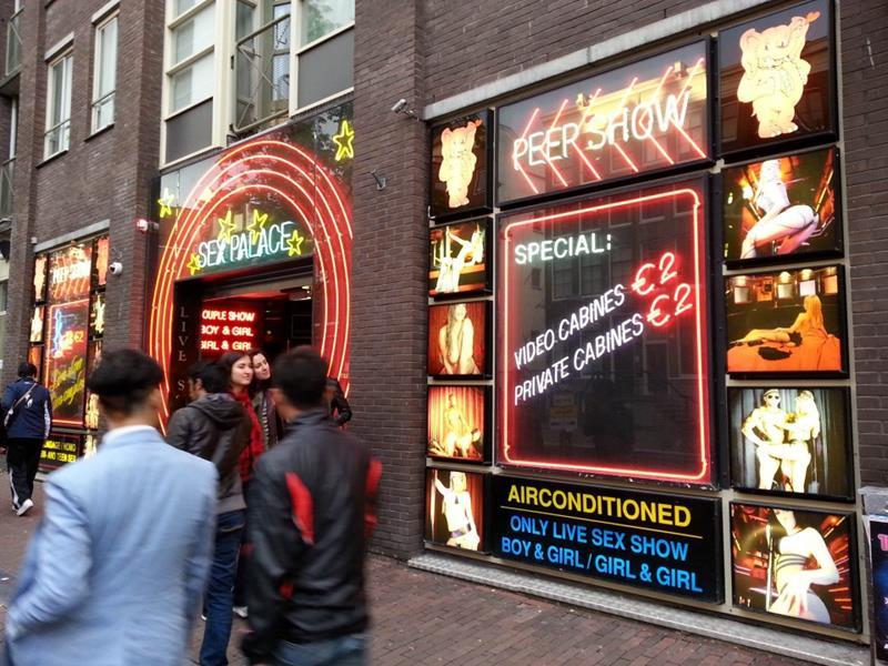 阿姆斯特丹美女陈列橱窗展示兜售