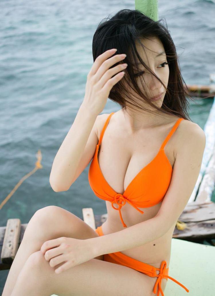 完美乳房大胸美女模特