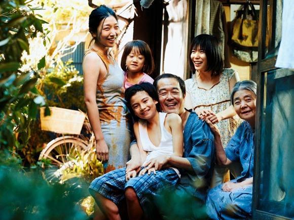《小偷家族》背后,有着是枝裕和近十年的电影精华与社会观察.jpg