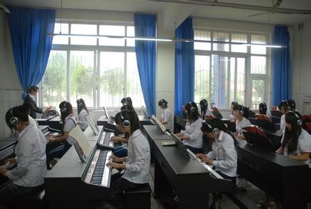 四川幼师学校钢琴室